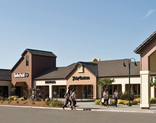 Vacaville Premium Outlets, California